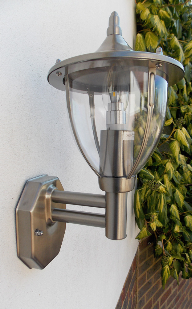 Stellus Centurian Wall Light With Photocell Led Dusk