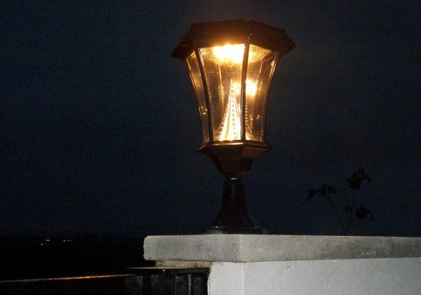Solamon solar Pedestal light lit up