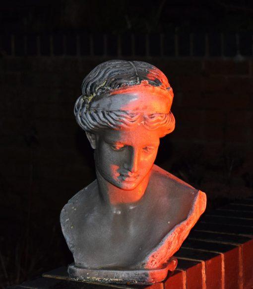 Statue red floodlight - Litecast